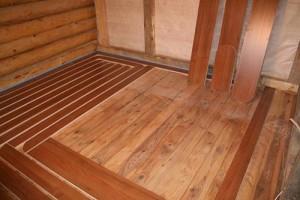 Полосы на деревянном настиле