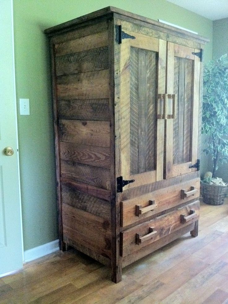 шкаф из старого дерева