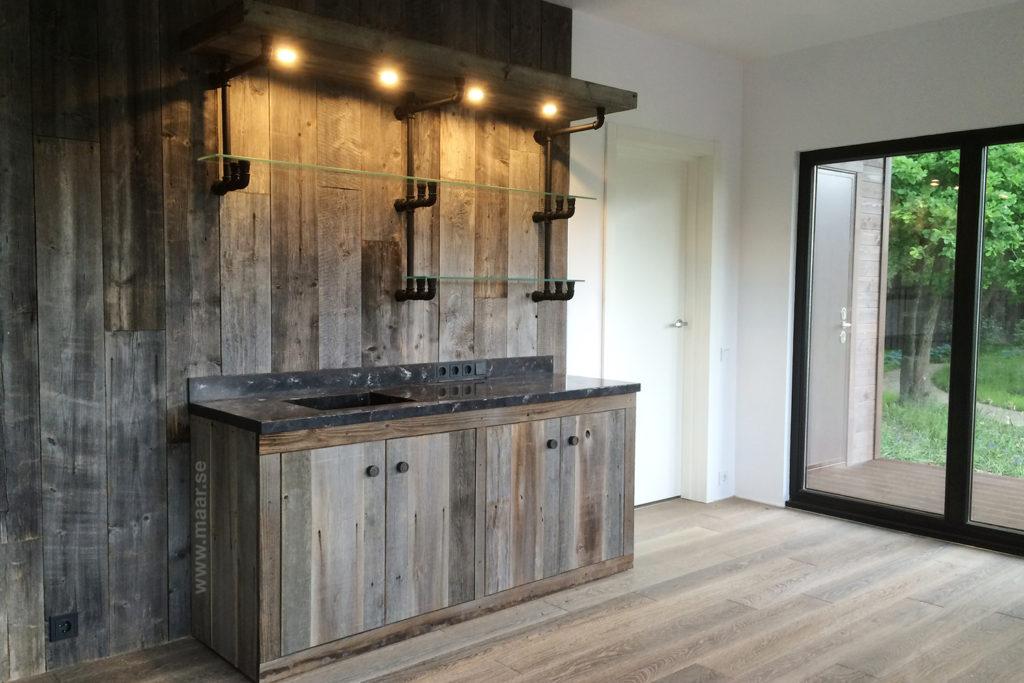 кухня из старого дерева
